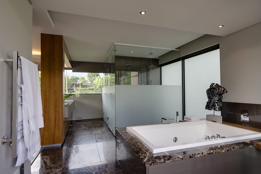 Customised Glass Frameless Showers